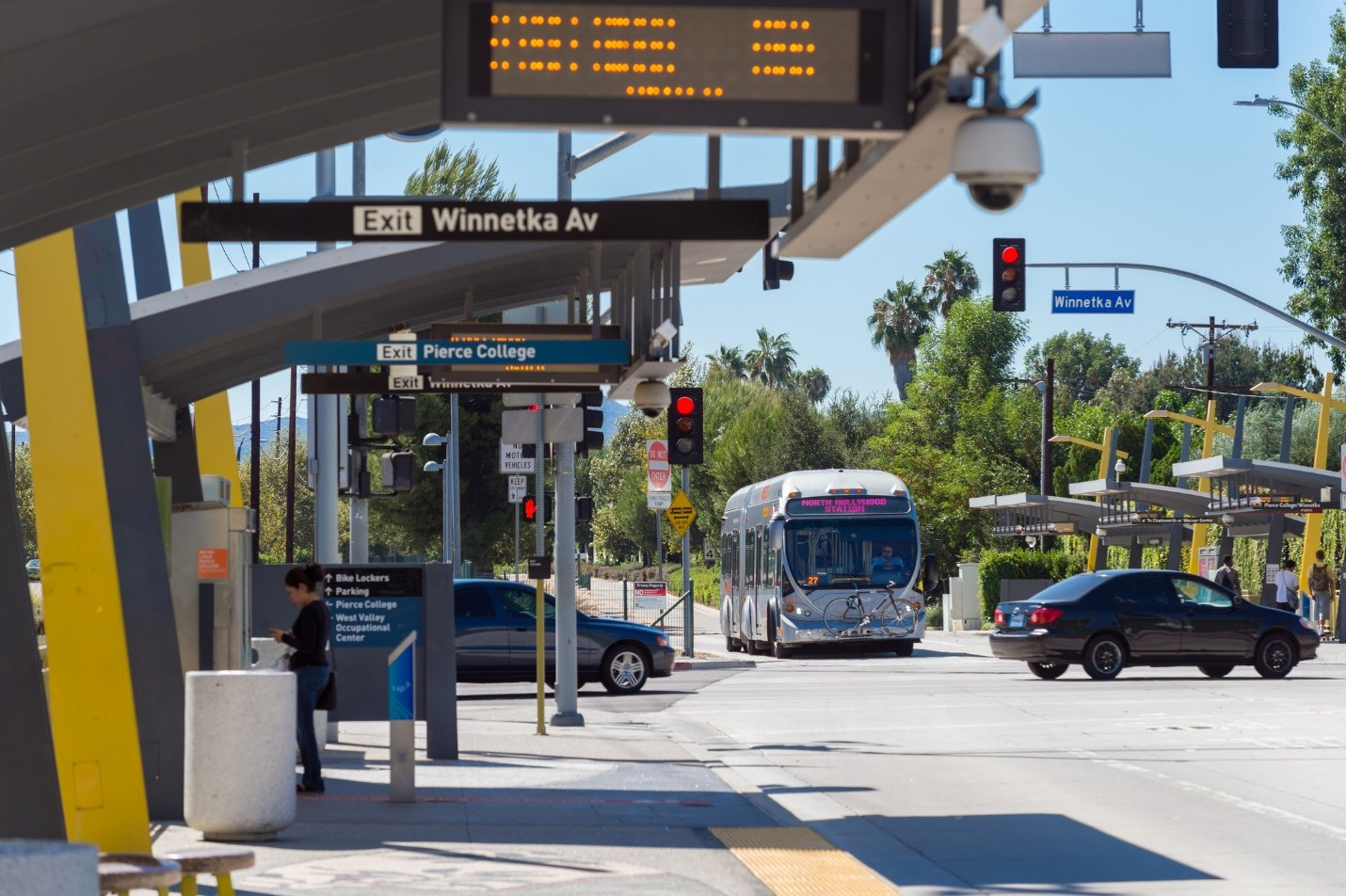 Orange Line Bus Rapid Transit. Los Angeles, CA. Credit: LA Metro