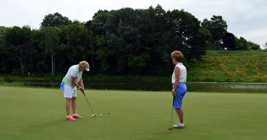 Women putting at Keller Golf Course